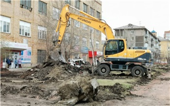 «Подрядчик всё демонтировал, а о людях не подумал»: мэр Красноярска пообещал разобраться с пешеходным проходом на месте ремонта сквера Маяковского