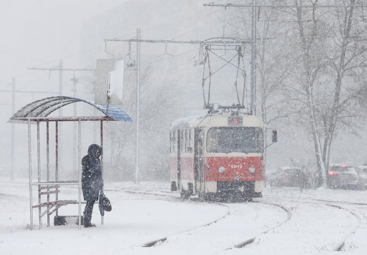 Снегопад в Киеве: стало известно сколько спецтехники работает на улицах