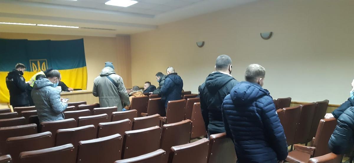 'Начал ф*гачить по голове': участник акции протеста на Банковой рассказал о задержании