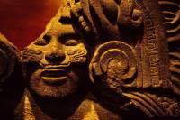 В Мехико найдена древняя статуя женщины в причудливом головном уборе