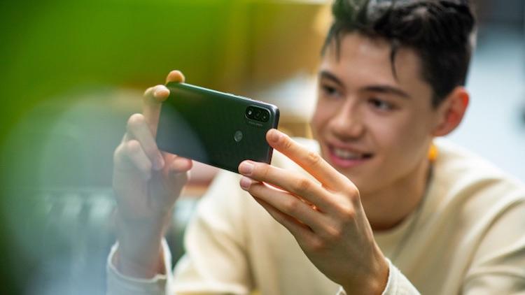 Motorola представила ультрабюджетный смартфон Moto E20 на базе Android 11 Go Edition