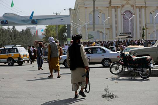 Не менее семи человек погибли в аэропорту Кабула