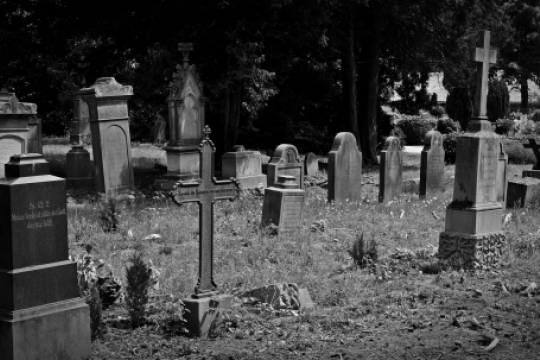 Россиянин сбил сотрудника полиции и отвёз его на кладбище