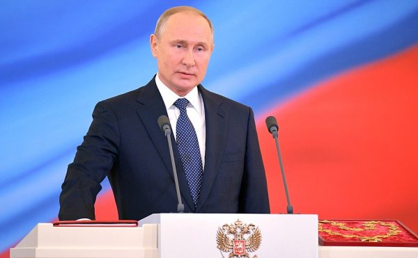 Путин пришел на голосование без маски, потому что верит в санитарные меры