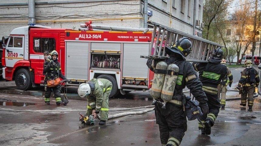 Двух человек задержали по делу о пожаре в московской гостинице «Вечный зов»