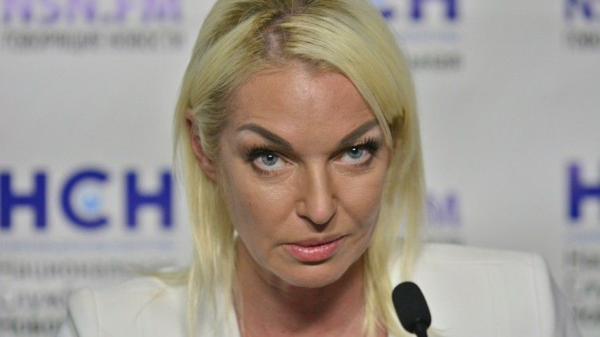 Лолита поддержала экс-солистку «Стрелок» в конфликте с Волочковой