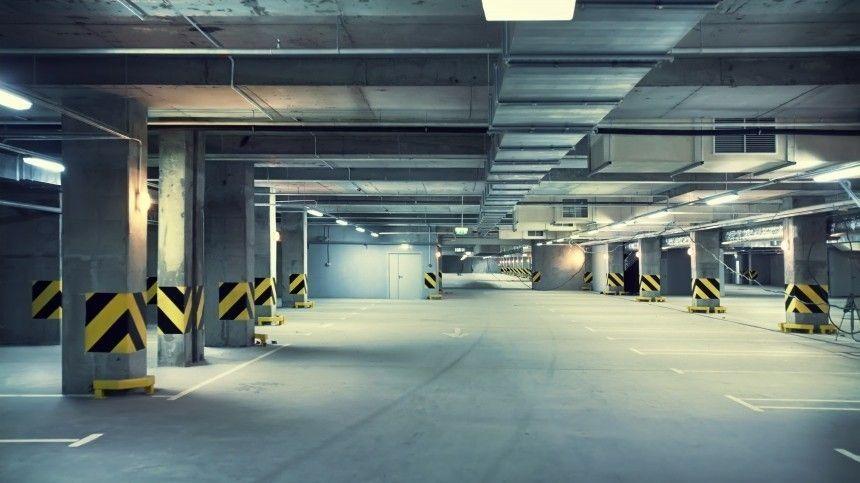 В Петербурге десятки автомобилей затопило в подземном паркинге новостройки
