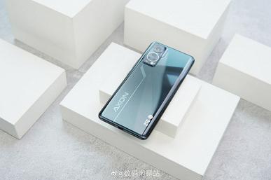 Так в реальности выглядит первый смартфон с невидимой фронтальной камерой. ZTE Axon 30 5G показали на живых фото