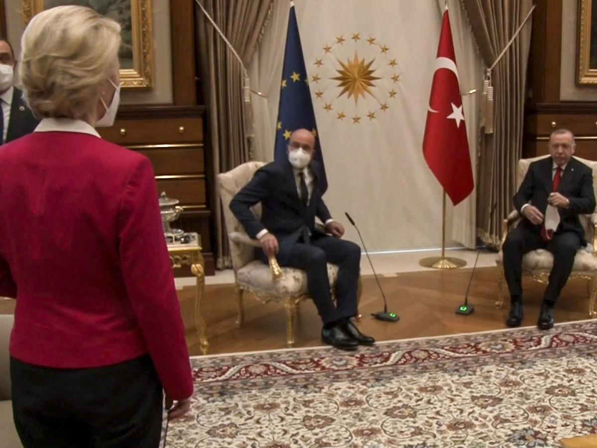 """""""Софагейт"""": главу Еврокомиссии унизили на встрече лидеров Евросоюза с Эрдоганом"""
