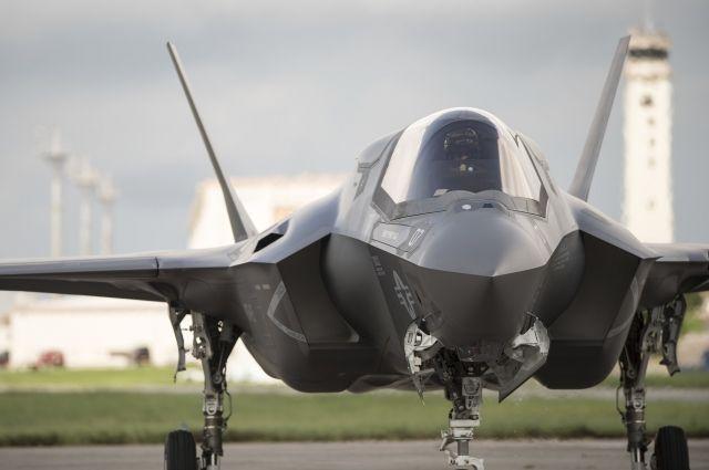 У американского истребителя F-35 выявили почти 900 дефектов