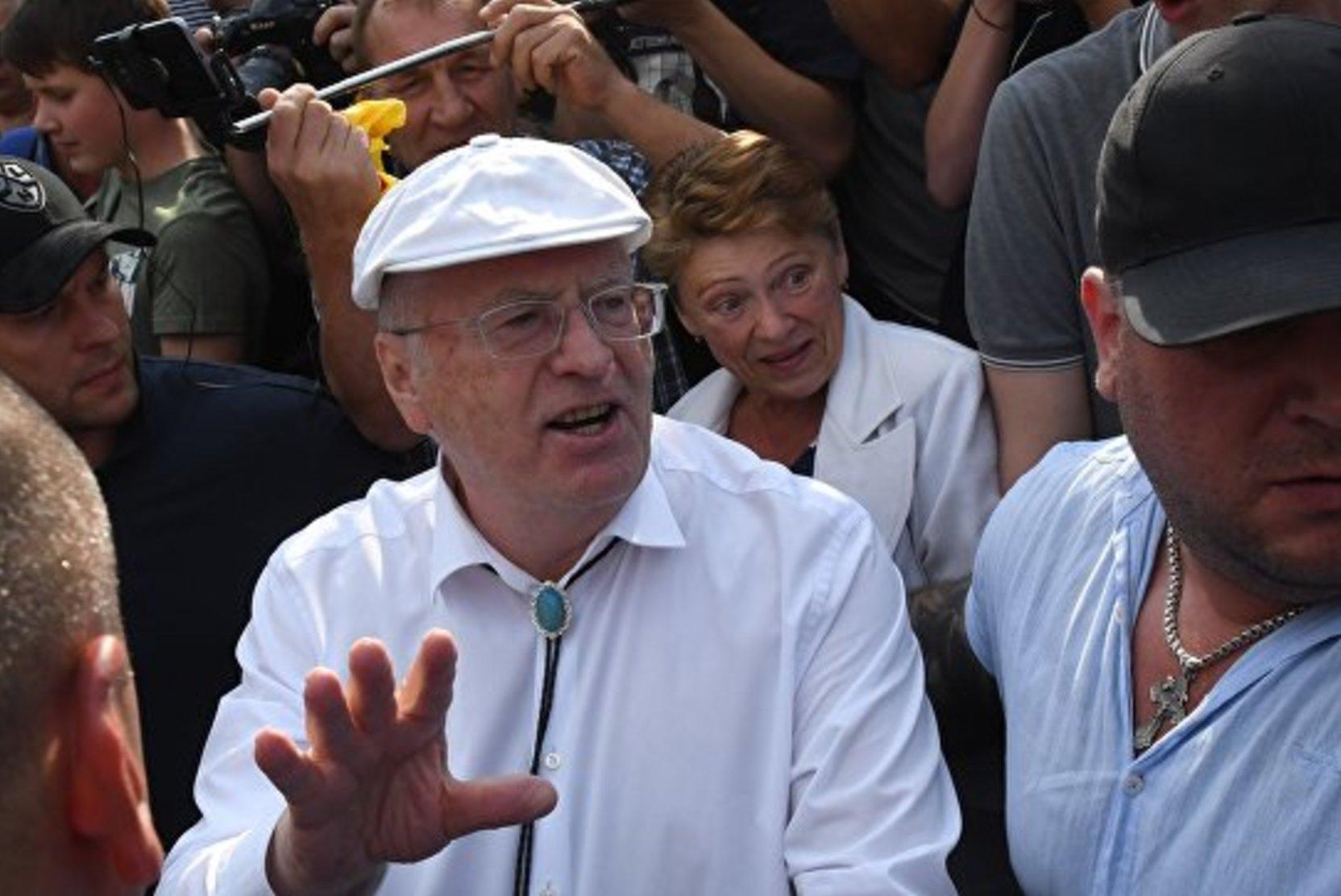 Жириновский призвал пригласить в Россию русских из других стран