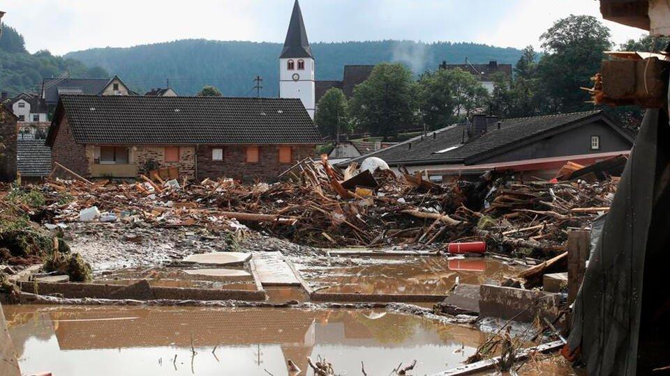 Не менее 19 человек погибли от наводнения на западе Германии