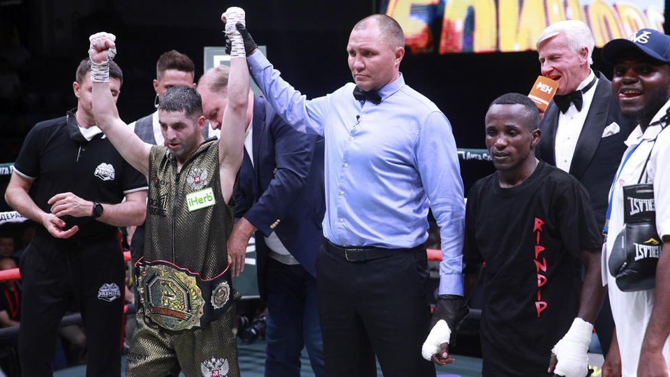 Алоян одержал победу над Мчаньей единогласным решением судей