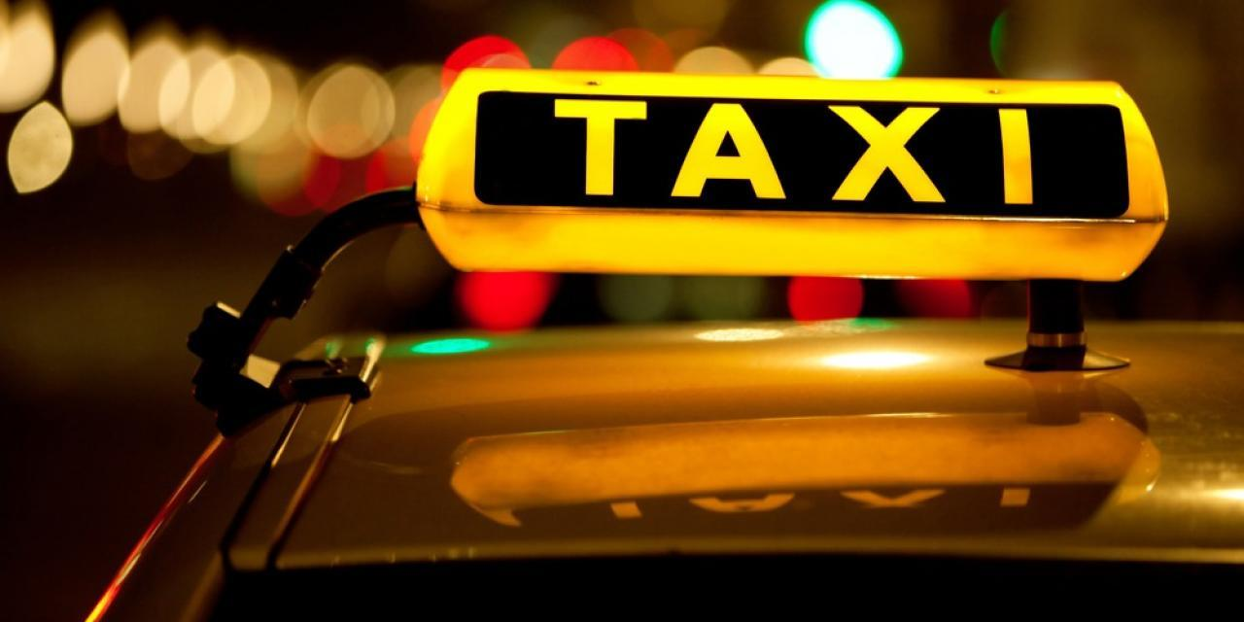 В Москве уволили помощника прокурора за пьяный дебош в такси