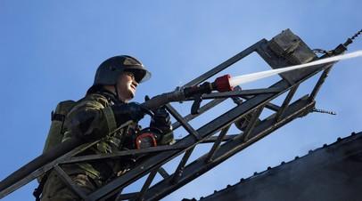 В МЧС сообщили о ликвидации пожара в ангаре в Москве