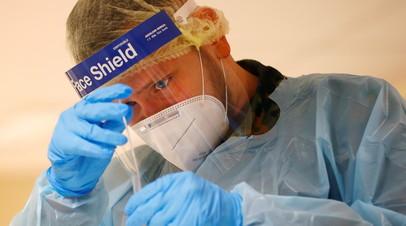 Число случаев коронавируса в Германии превысило 2,4 млн