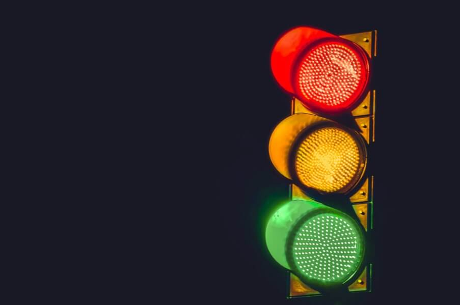 Почему цвета светофора красный, желтый и зеленый?
