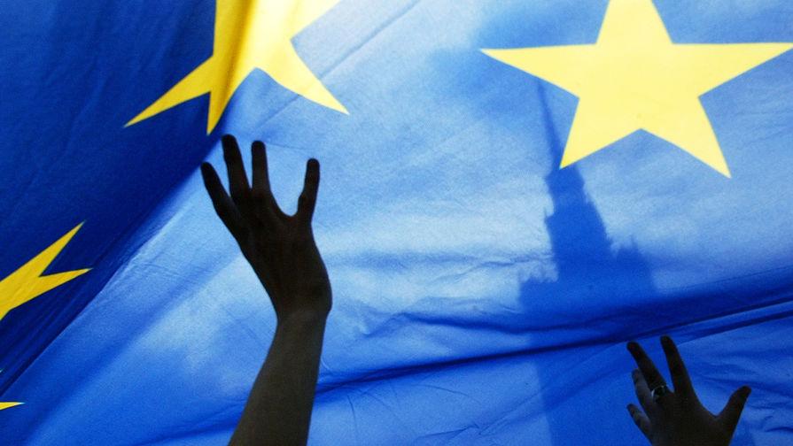 Reuters: ЕС разрешит привитым от COVID-19 свободные поездки внутри блока