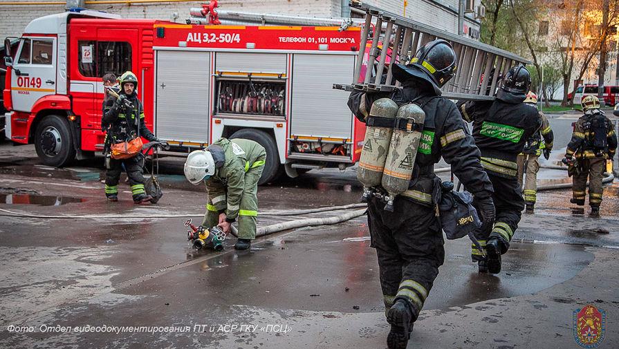 СК задержал двух человек после пожара в столичной гостинице