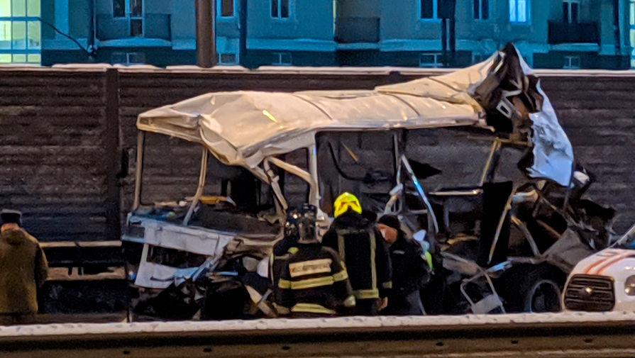 Врезавшийся в военные автобусы водитель частично признал вину в ДТП в Подмосковье
