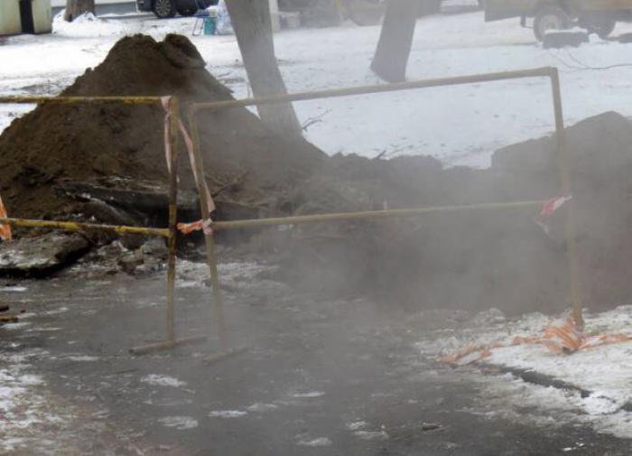 Жительница Липецка провалилась в яму с кипятком