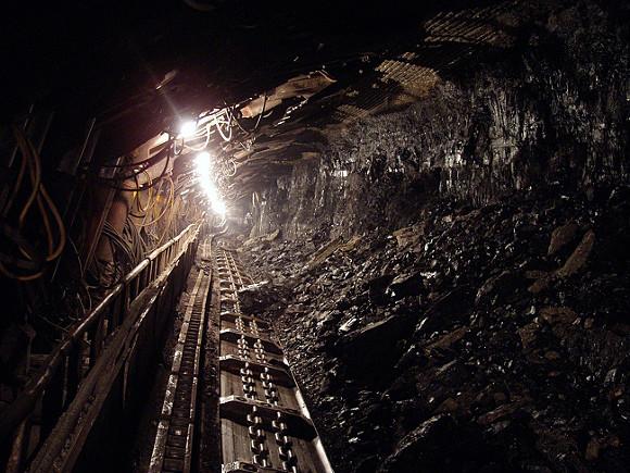 Семеро горняков оказались заблокированы в угольной шахте в Китае