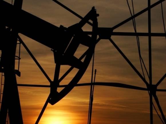 Цены на нефть снижаются на фоне увеличения запасов бензина в США