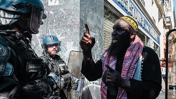В мире: Французское общество поверило устроившим мятеж генералам