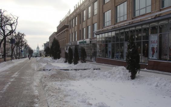 Улицу Ленина в Курске очистили от очередной партии рекламы