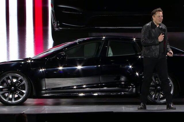 «Быстрее Porsche и безопаснее Volvo». Илон Маск показал новую Tesla — самый быстрый электромобиль в истории компании