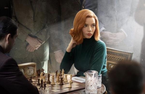 Аня Тейлор-Джой показала депрессию в «Ходе королевы», а люди недовольны. Все смотрят на волосы и ноги девушки