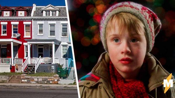 Мальчик выходит из дома и ломает матрицу. Он — копия парня, которого все знают с детства и видят каждую зиму