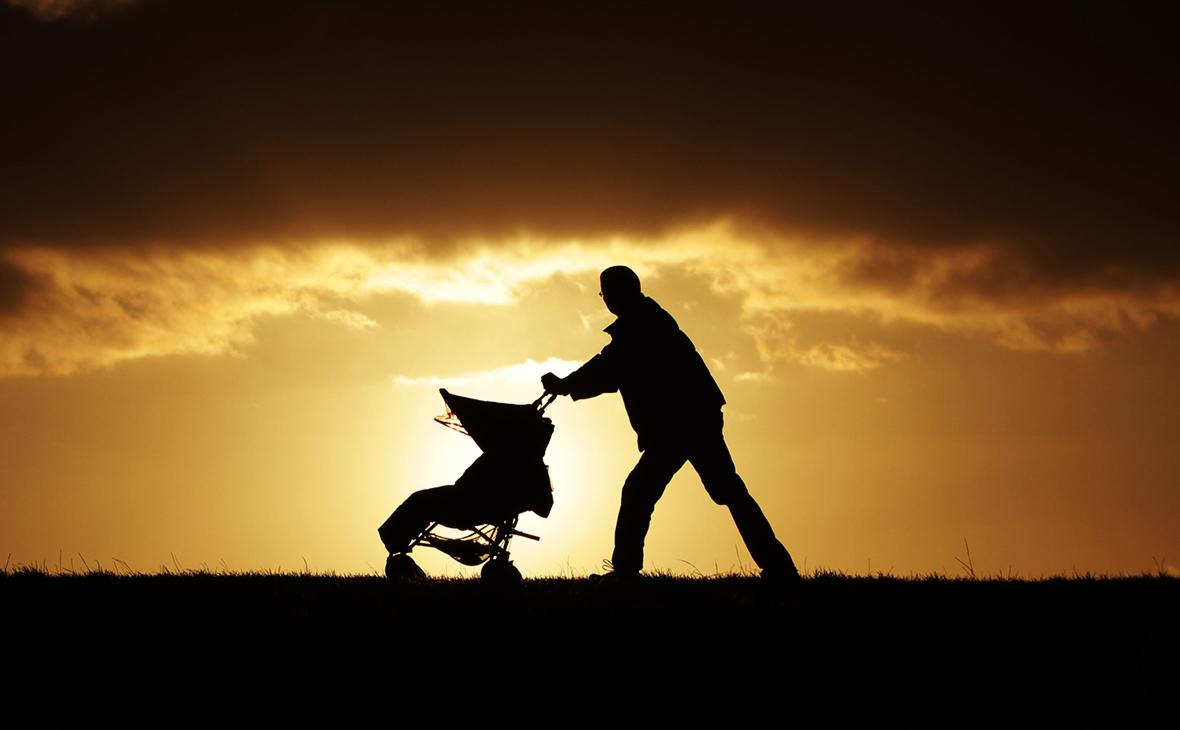 Минтруд предложил расширить выдачу маткапитала отцам-одиночкам