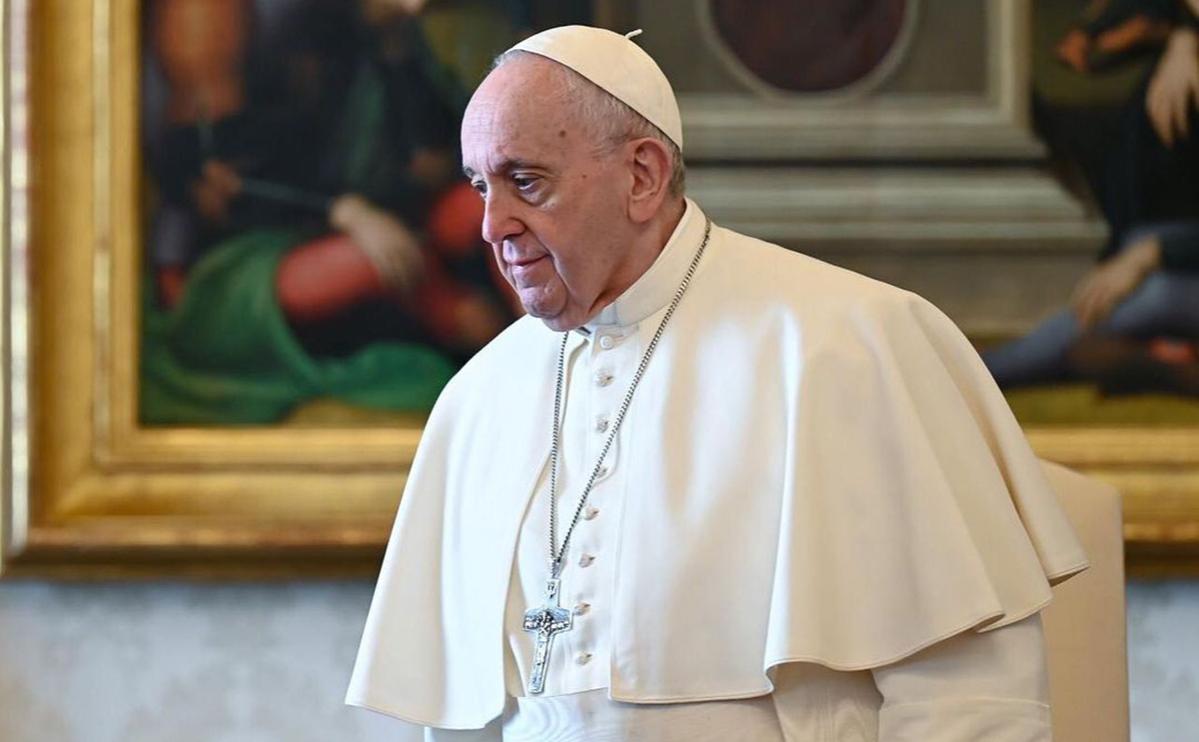 СМИ узнали о вакцинации папы римского от коронавируса