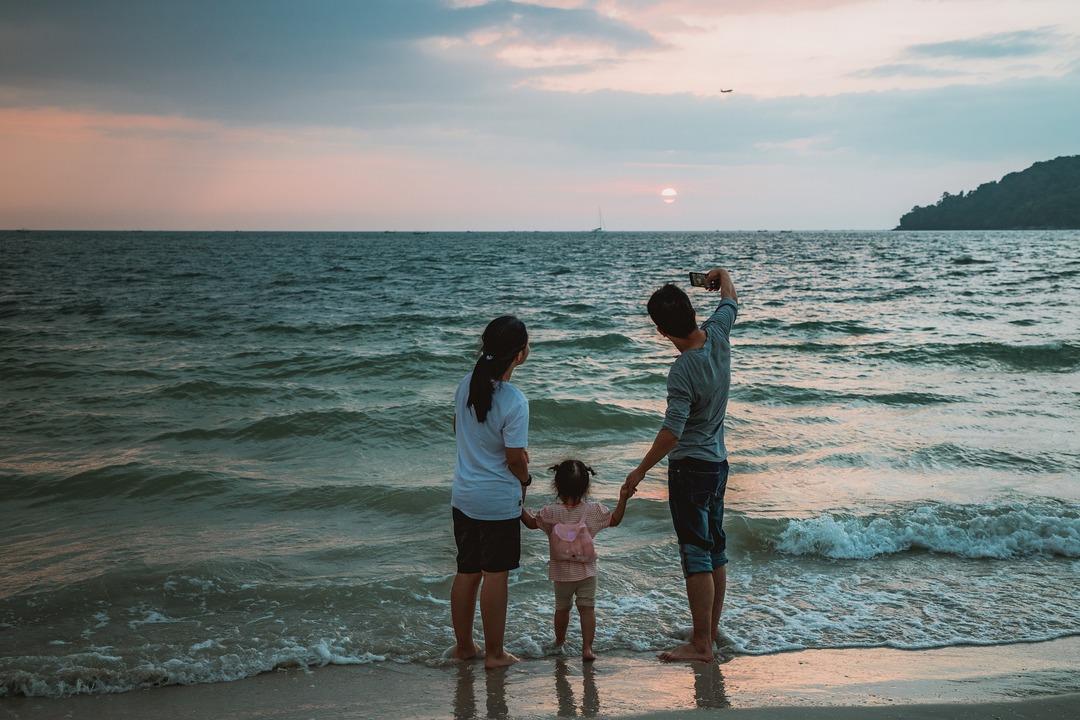 Менее половины российских семей могут позволить себе отдых на море