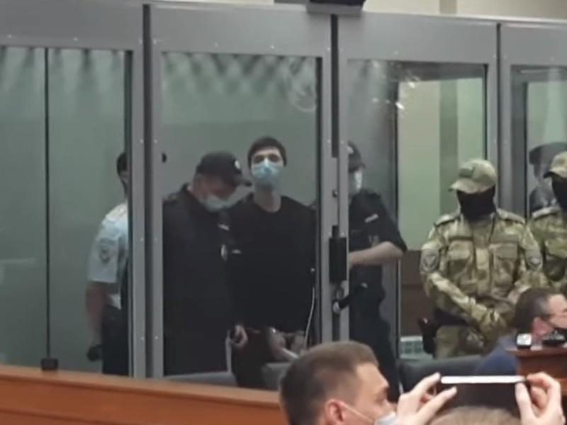 'Казанский стрелок', убивший 9 человек в гимназии, признан невменяемым
