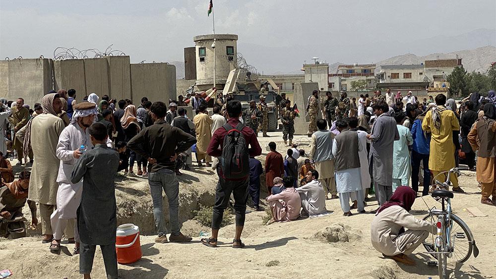 Не менее 17 человек пострадали в результате давки в аэропорту Кабула